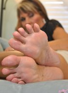 Mature milf showing you her perfect toes and soles