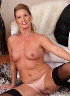 Naked Mature Mother Of Two Laura G Spreads Pussy