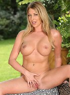 Lexi Lowe busty curvy blonde fingers shaved pusy