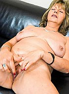 Cute slim milf staring at granny big tits amateurs
